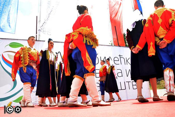 folklorna-druzina-na-sajmu