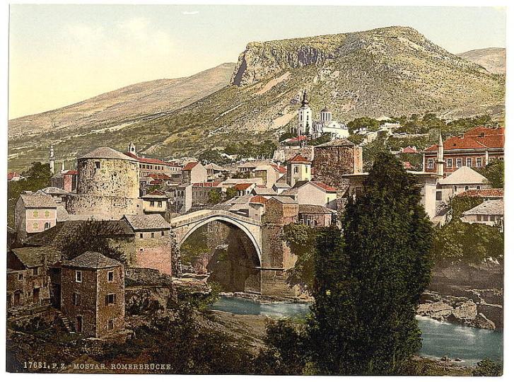 mostar-u-pozadini-crkva-svete-trojice